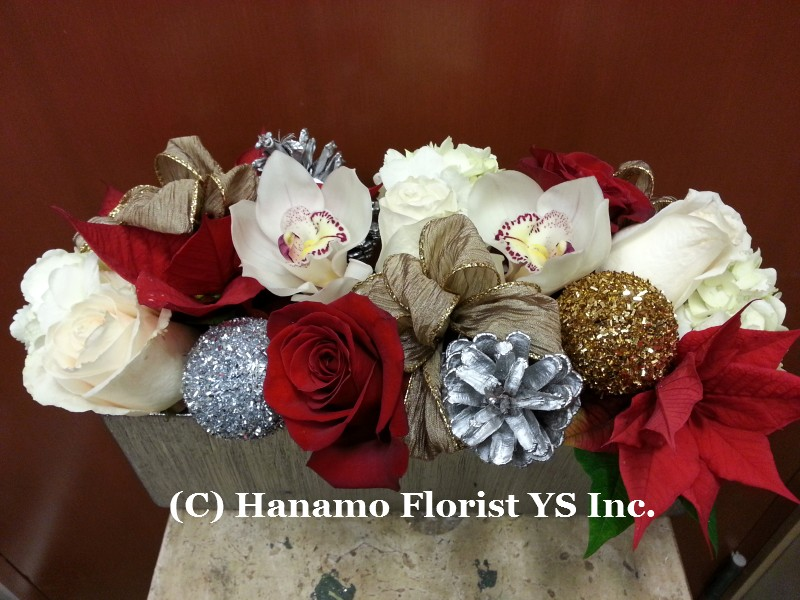 CMAS1211 Christmas Fresh Flower Arrangement long & low