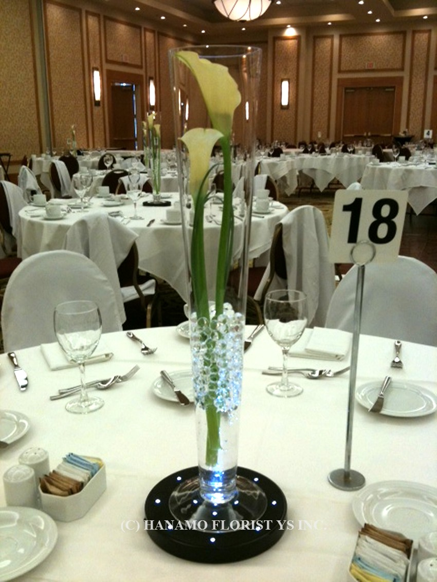 WEDO821 Light Up Table Centre Flute Vase with Calla